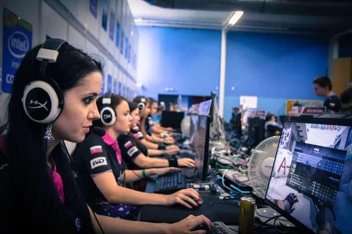 Gamer Girls Counter-Strike